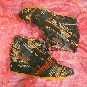 TOMS Aztec Tribal Print Wedges Lace up Shoes 11W